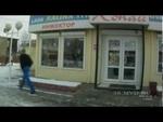 Испугался и начал стрелять,Autos,,25 декабря 50-летняя жительница Приангарья приехала в Иркутск за товаром для своего магазина. В дороге произошла поломка автомобиля, который она решила починить в одном из автосервисов по улице Урожайная. Приезжая ожидала окончания ремонта, когда к мастерской подъех