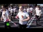 Донецк отпраздновал полгода существования ДНР,News,,4 октября в Донецке отметили полгода со дня образования ДНР. Сотни людей пришли посмотреть на праздничное шествие, в котором приняли участие танцевальные и хореографические коллективы самопровозглашенной республики. На площади Ленина состоялся конц