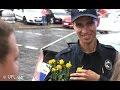 Киевляне дарили полицейским цветы на улицах города | Флешмоб полиция Киева,Nonprofits & Activism,полицейские киев,патрульные киев,полицейские патрульные киев,патруль полиции,новая полиция,киевские патрульные,новая полиция киев,новая милиция киев,киевляне полиция,полицейский флешмоб,цветы полицейским