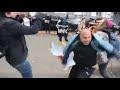 Турки выбежали из посольства в Киеве и избили митингующих украинцев,People & Blogs,,Читайте больше на: https://rusvesna.su/news/1570802480 В Киеве на улице Панаса Мирного перед посольством Турции на Украине в ходе акции протеста против проведения турецкой военной операции против курдов на севере Сир